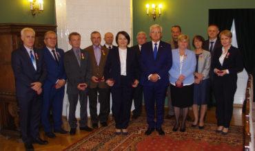Pracownicy FTT Wolbrom uhonorowani za długoletnia służbę.